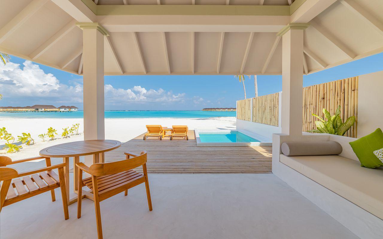 Grand Beach Villa with Pool (14)