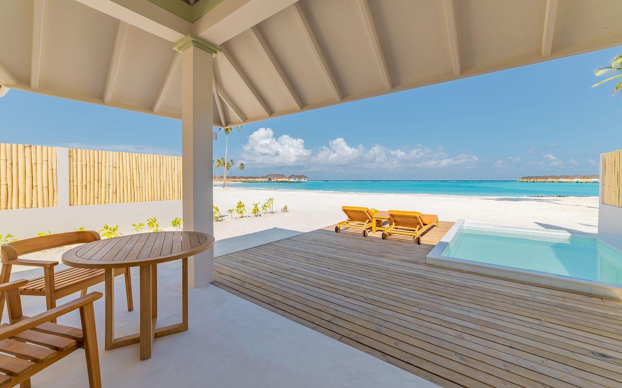 Grand Beach Villa with Pool (16)