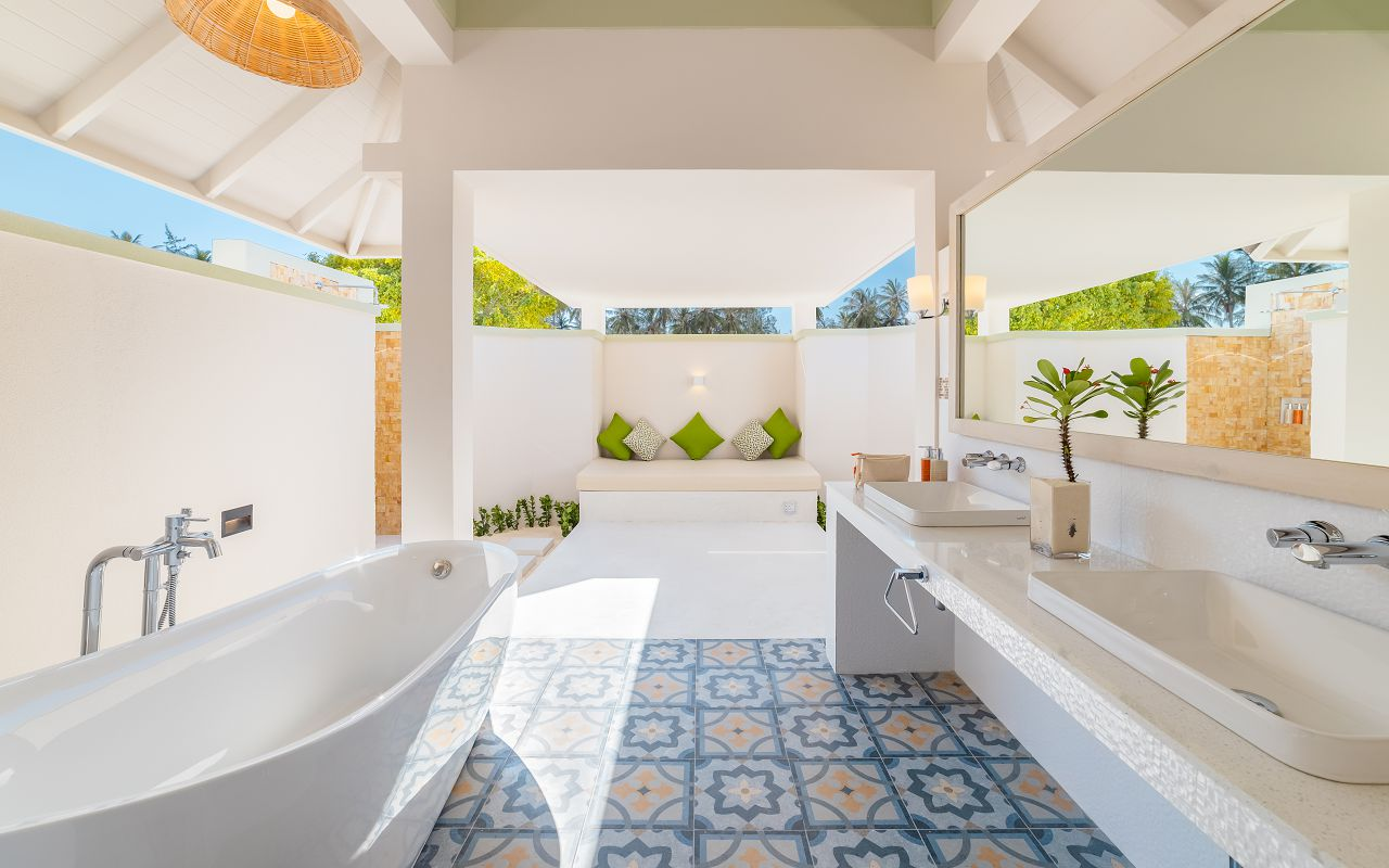 Grand Beach Villa with Pool (9)