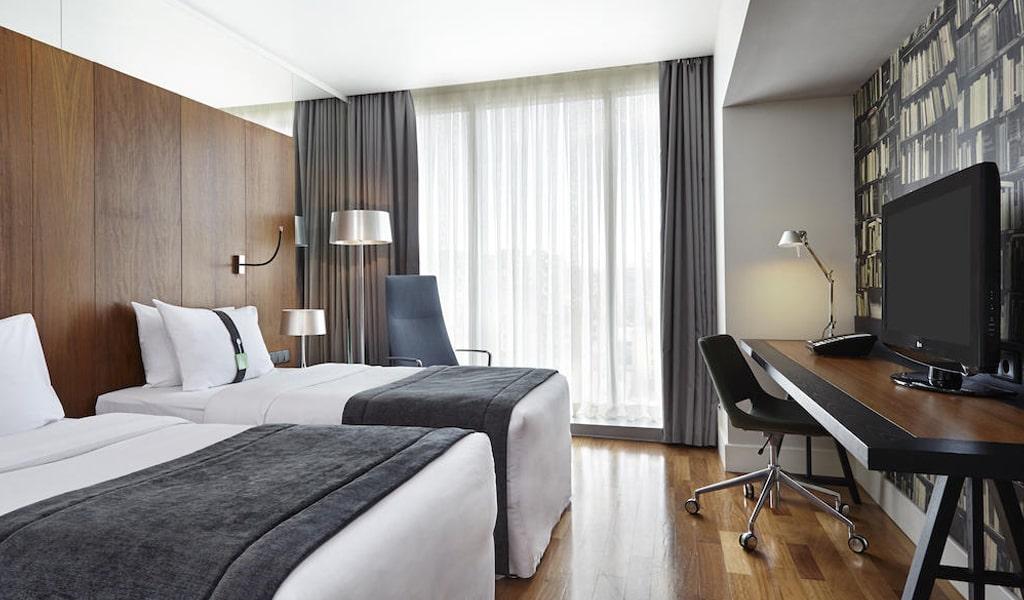 Holiday Inn (16)