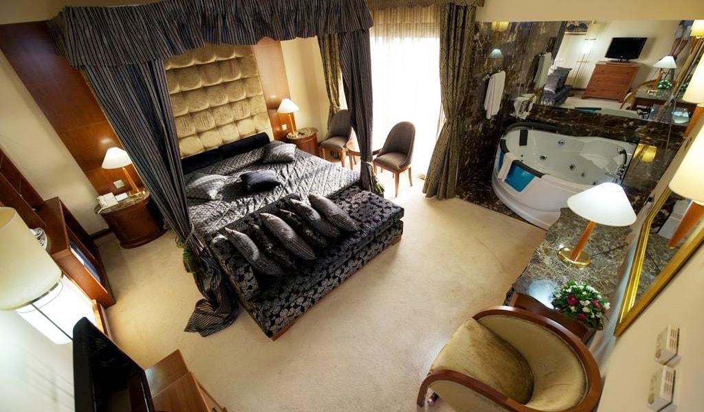 Honeymoon Suite (2)