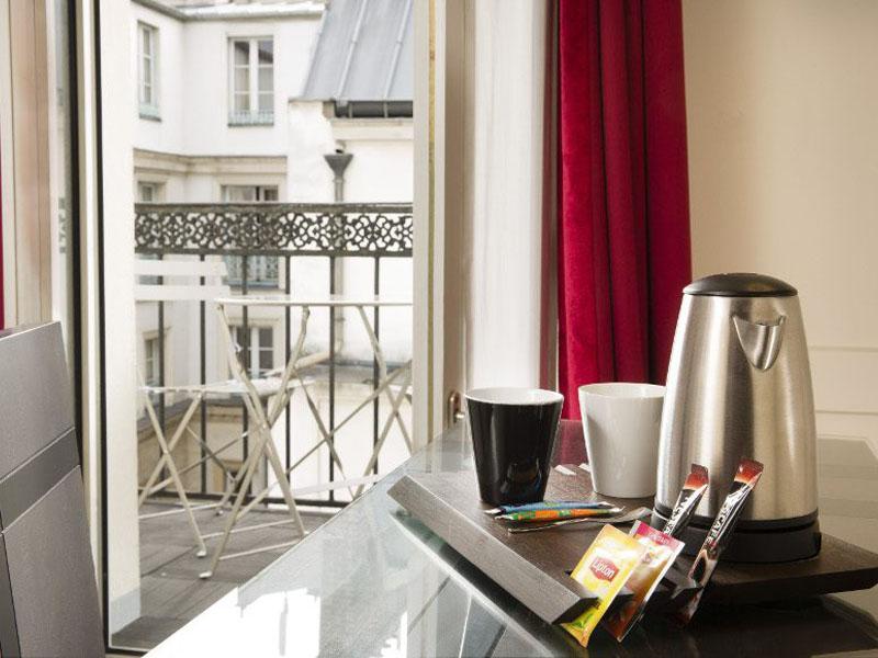 Hotel-Mondial-Paris-Chambre-Double-Balcon-501-plateau-G-870x580