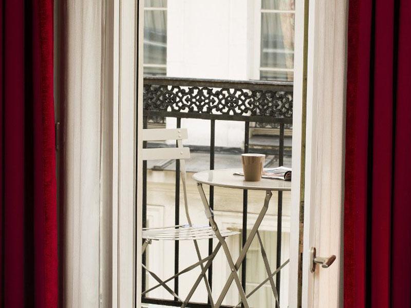 Hotel-Mondial-Paris-Chambre-Double-Balcon-Blacon-2-G-870x580