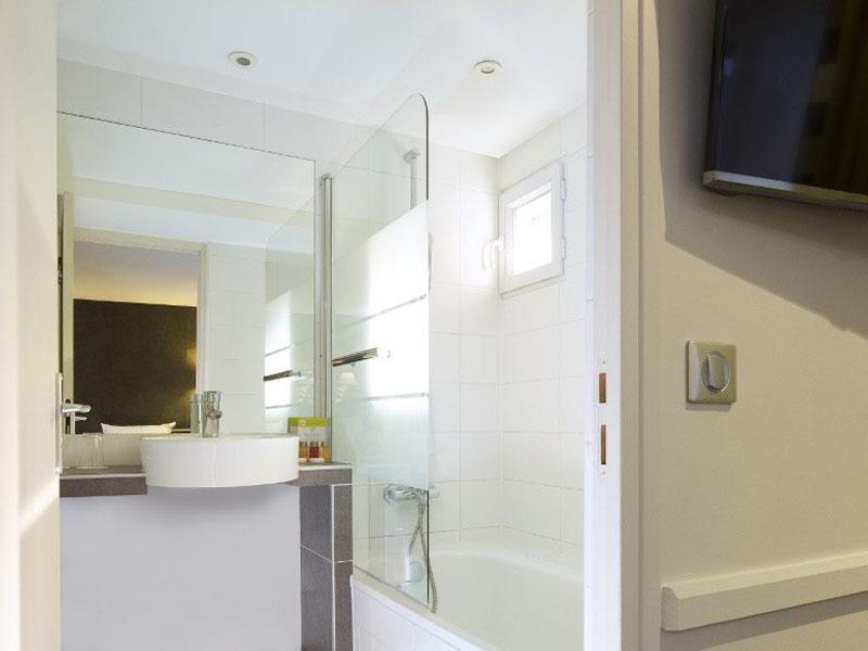 Hotel-Mondial-Paris-Chambre-Double-Balcon-SDB-G-870x580