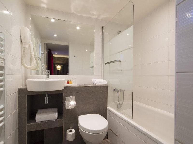 Hotel-Mondial-Paris-Chambre-Double-Confort-SDB-3-G-870x580