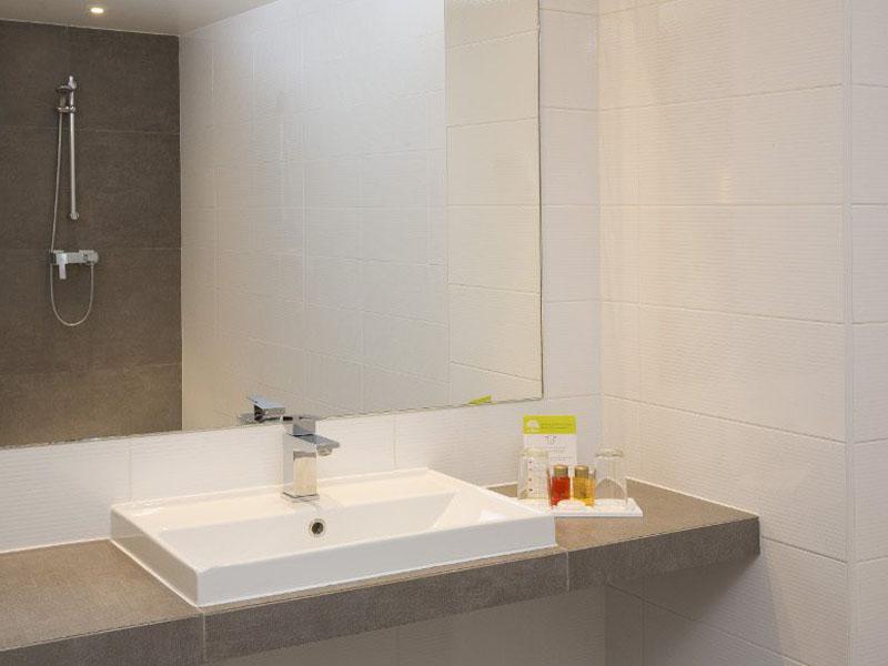 Hotel-Mondial-Paris-Chambre-Double-Prestige-SDB-G-1-870x580