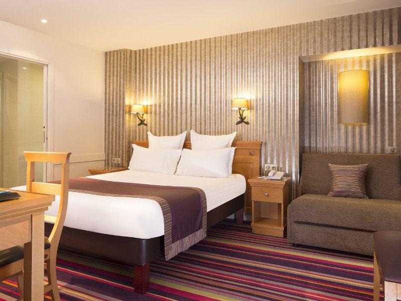 Hotel-Mondial-Paris-Chambre-Triple-309-G-870x580