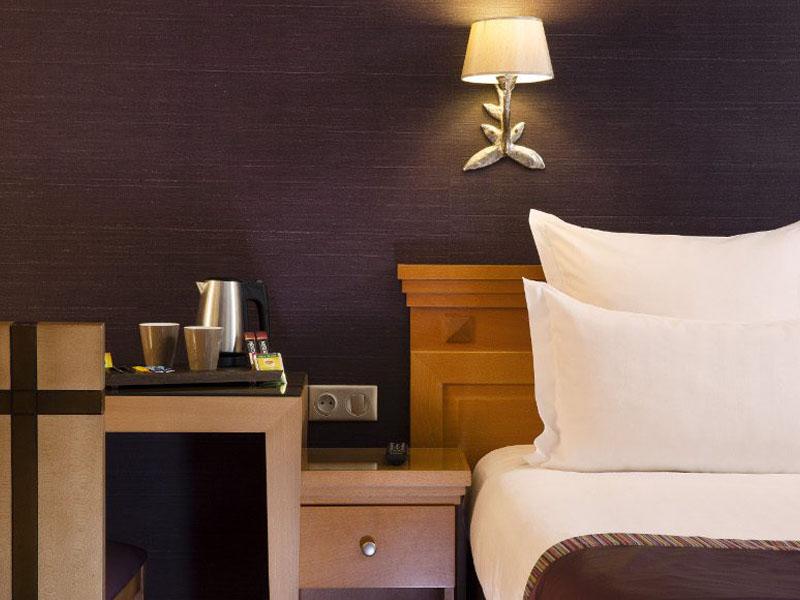 Hotel-Mondial-Paris-Chambre-Triple-Twin-307-2-G-870x580