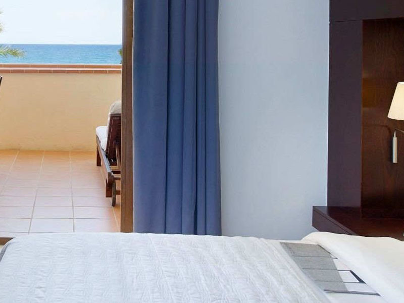 Hotel-room-with-private-terrace-close-to-Barcelona