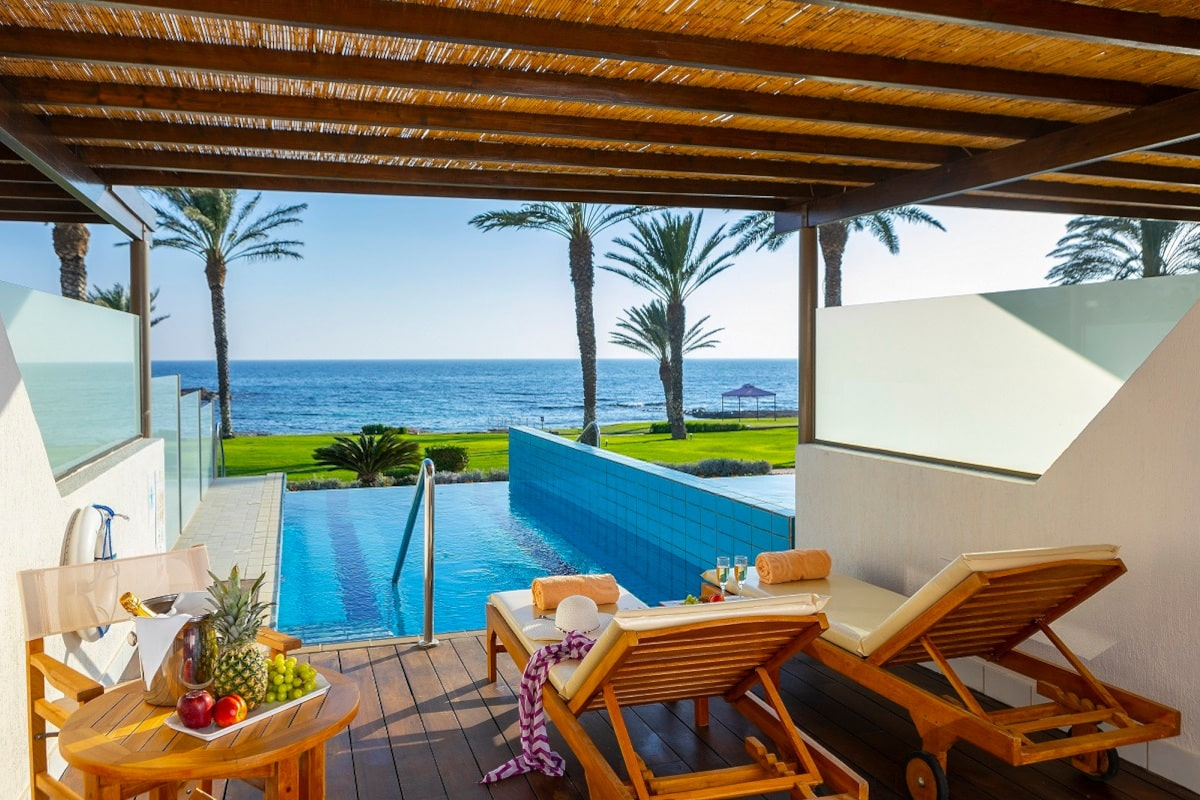 JUNIOR-SUITE-WITH-PRIVATE-POOL-6-min