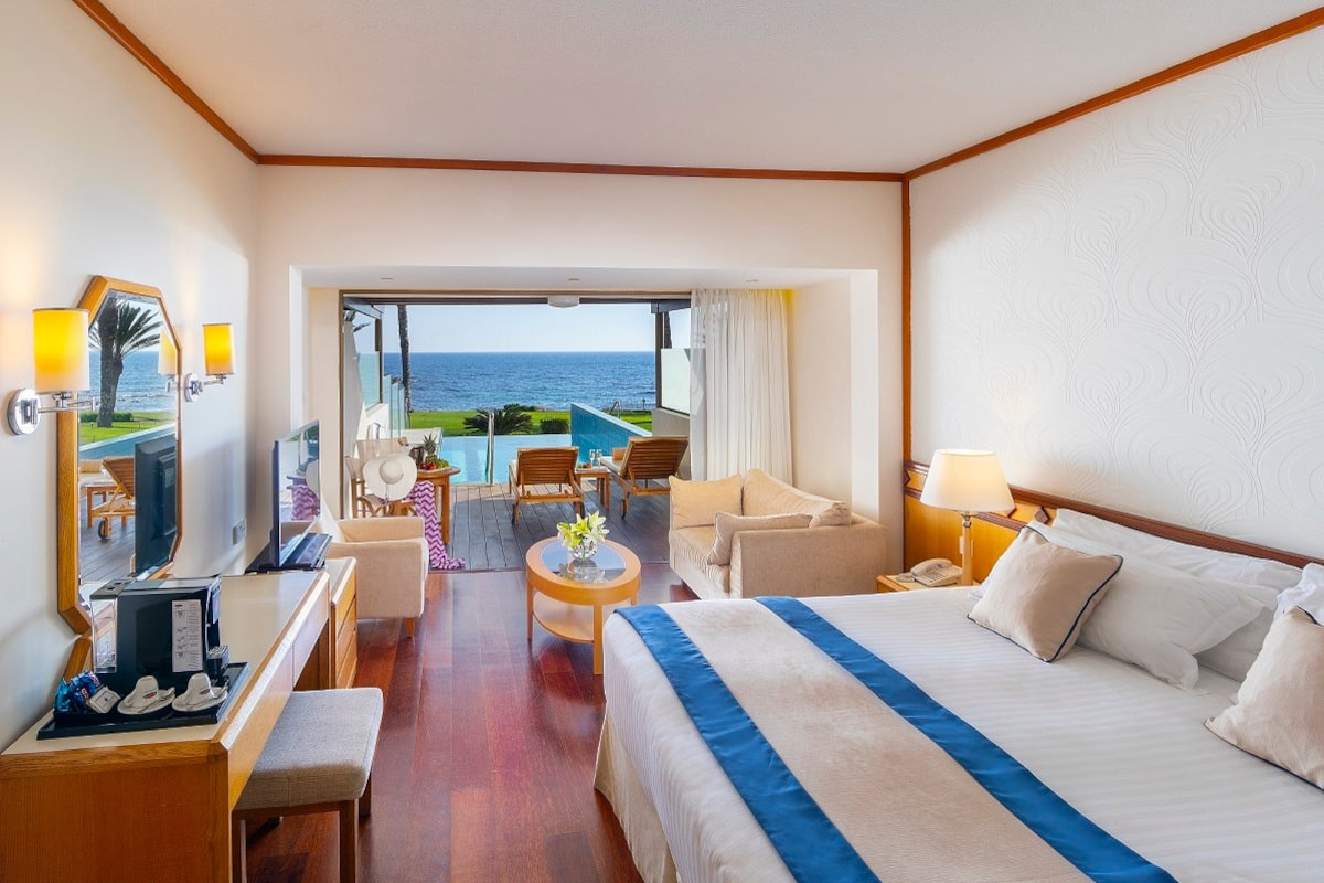 JUNIOR-SUITE-WITH-PRIVATE-POOL-min