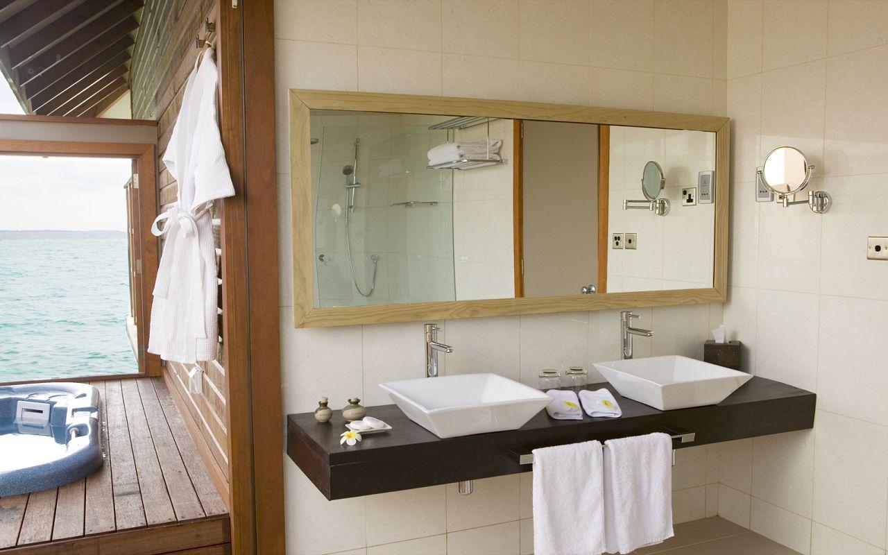 Jacuzzi Water Villa (3)