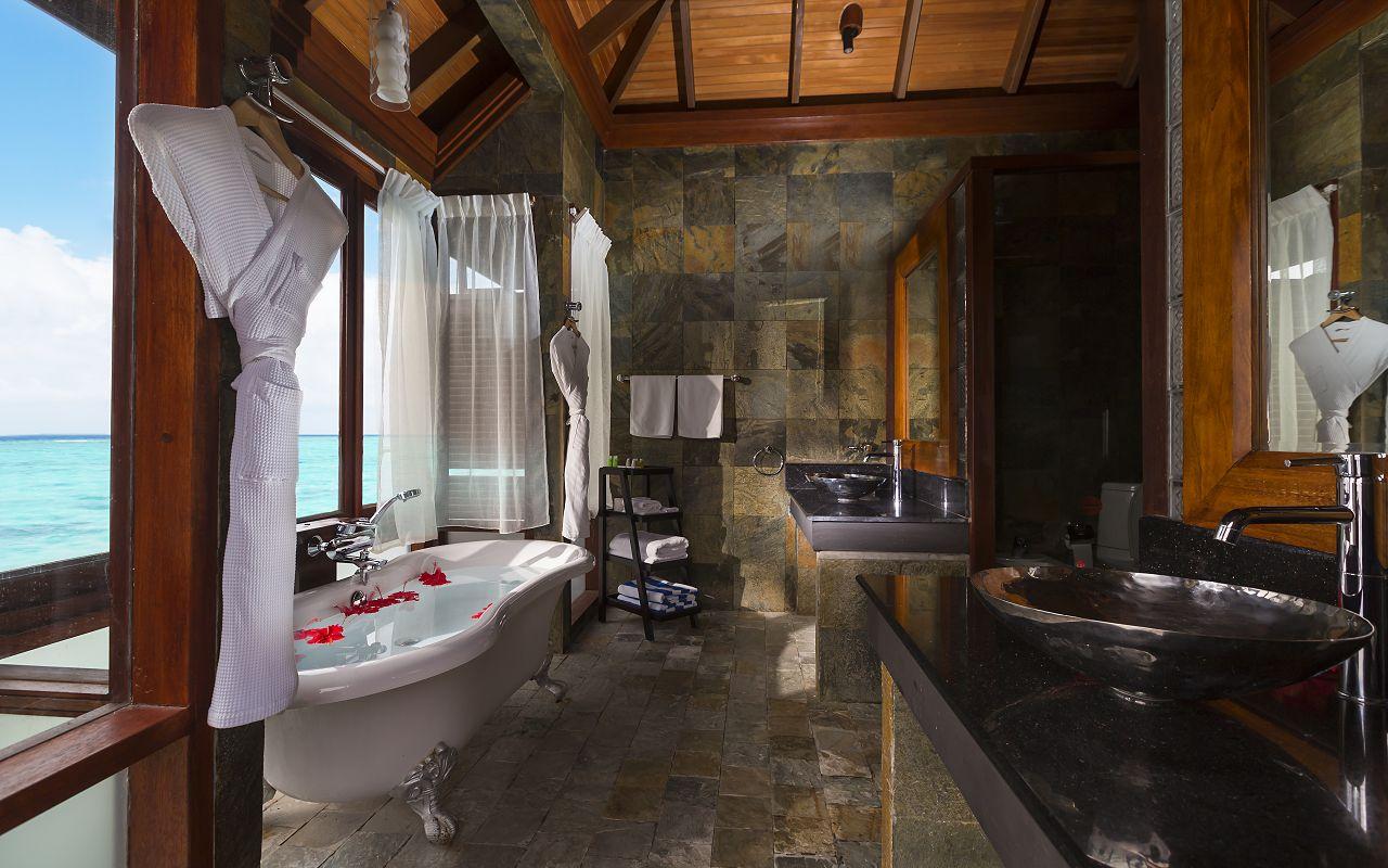 Jakuzzi Water Villa Bathroom