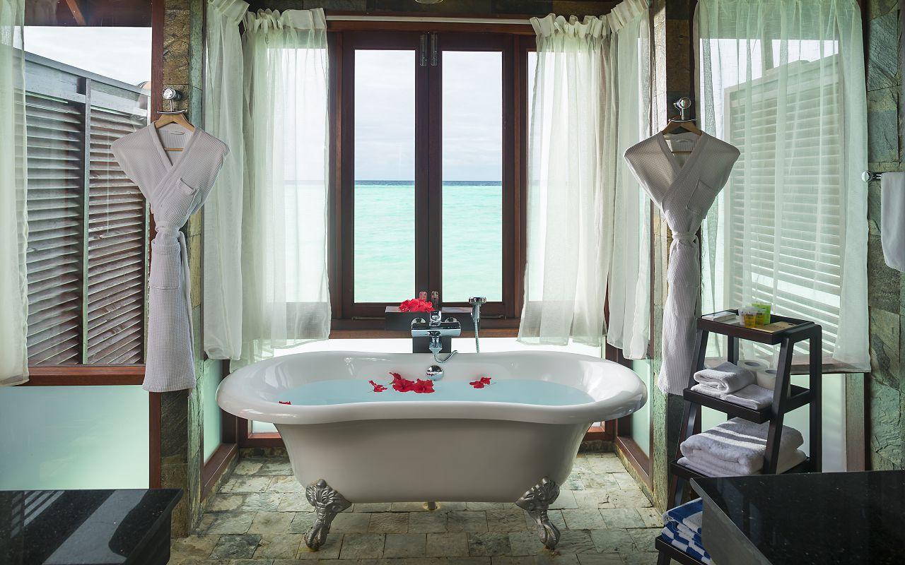 Jakuzzi Water Villa Bathroom3