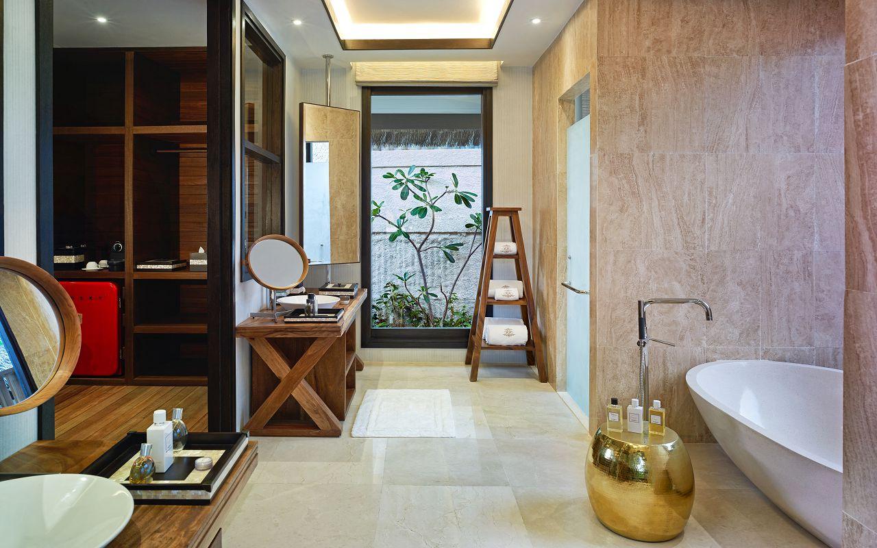 Jumeirah Vittaveli - Royal Residence - Guest Villa Kingbed Bathroom