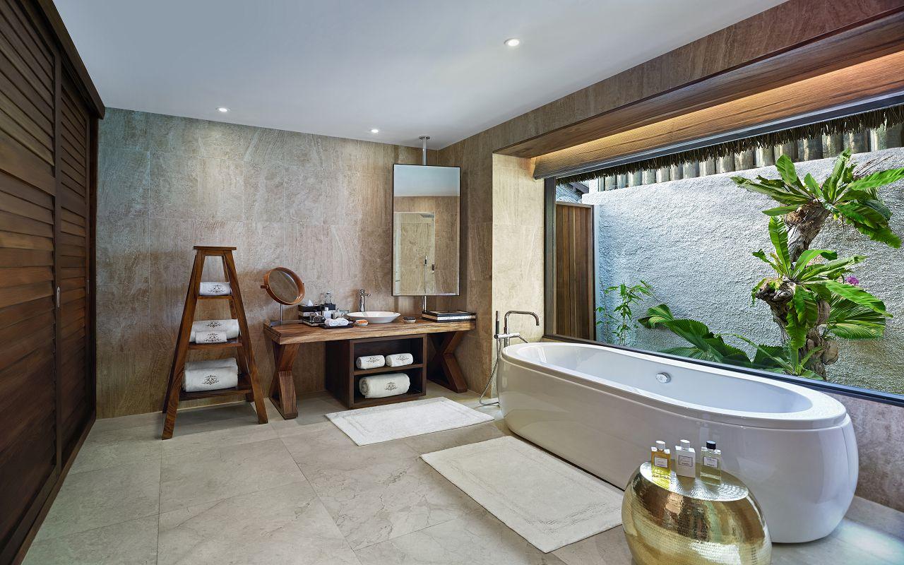 Jumeirah Vittaveli - Royal Residence - Guest Villa Twinbeds Bathroom