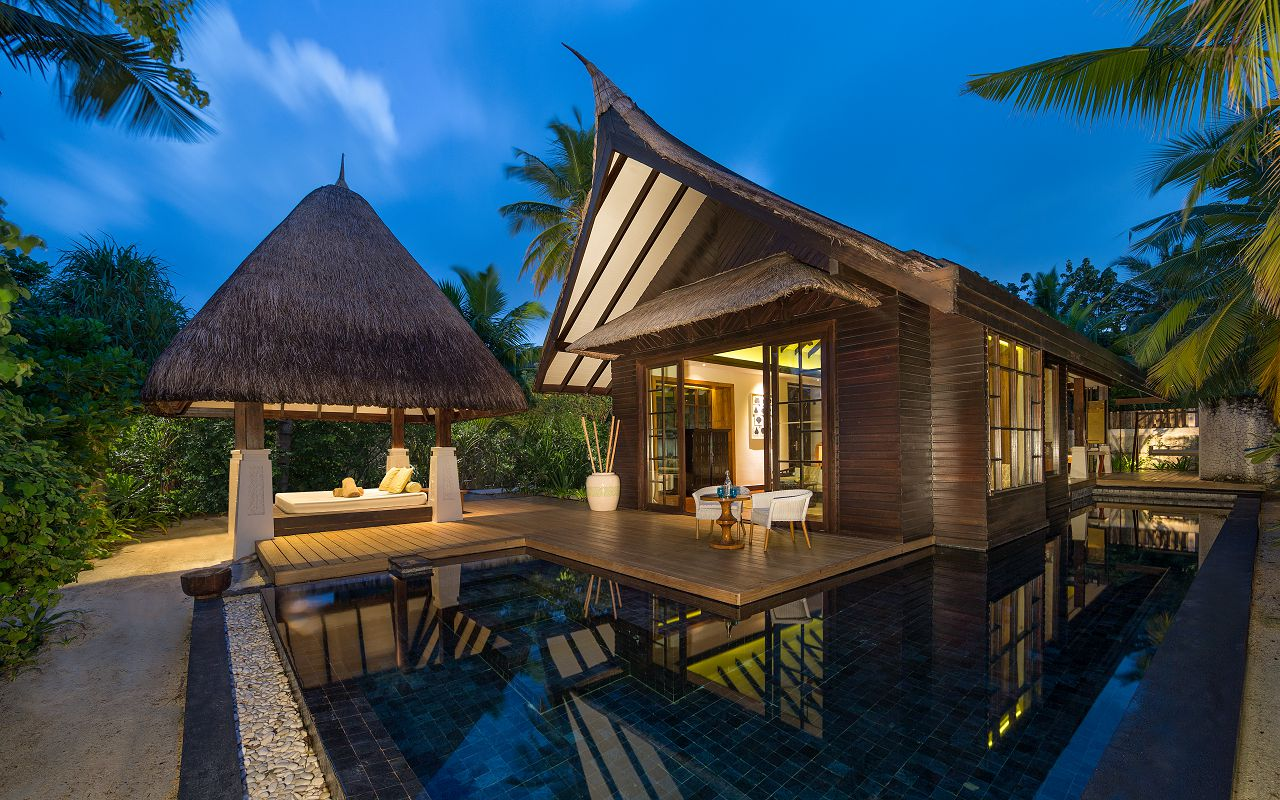 Jumeirah-Vittaveli_Beach-Villa-Exterior