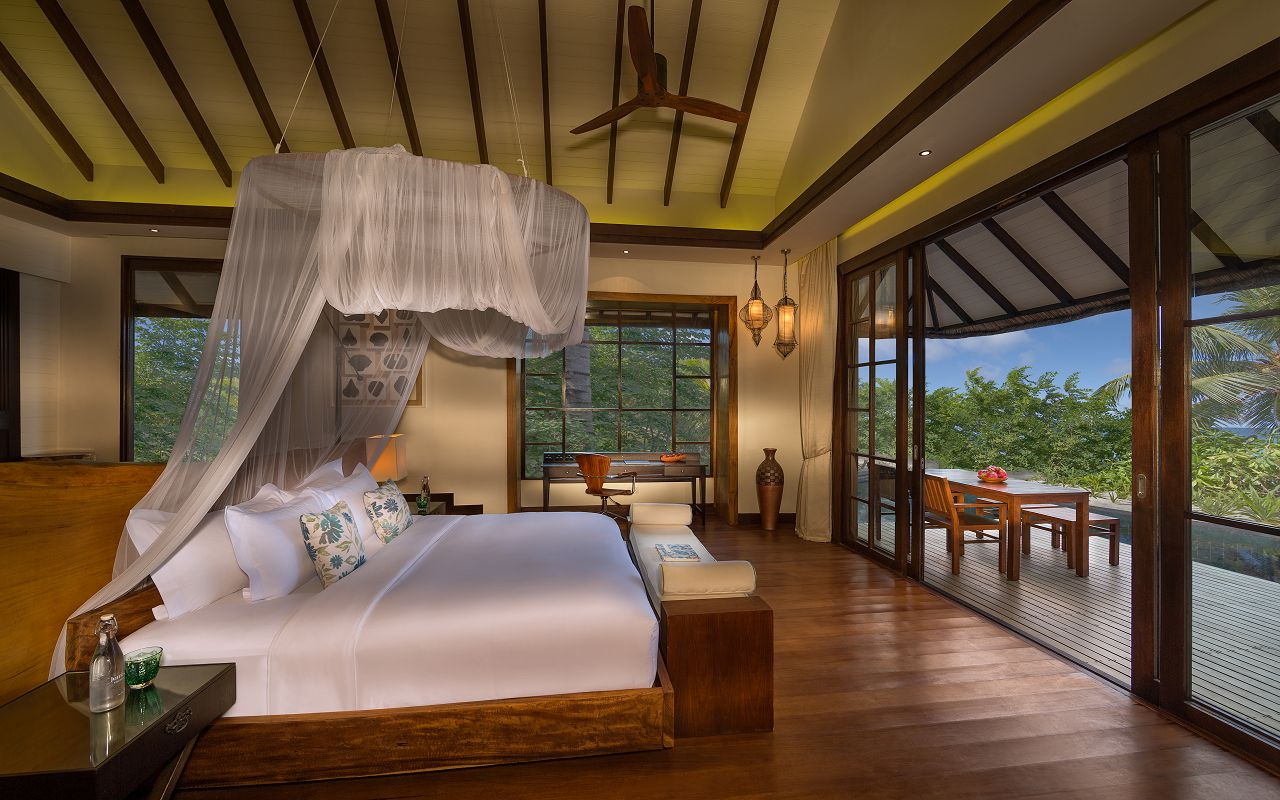 Jumeirah-Vittaveli_Two-Bedroom-Beach-Villa-Master-Bedroom