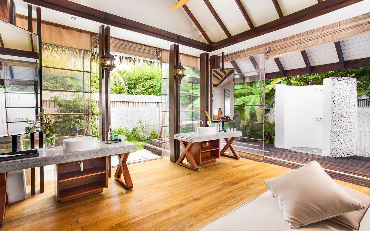 Jumeirah-Vittaveli_Two-Bedroom-Beach-Villa-with-Pool-Bathroom-m