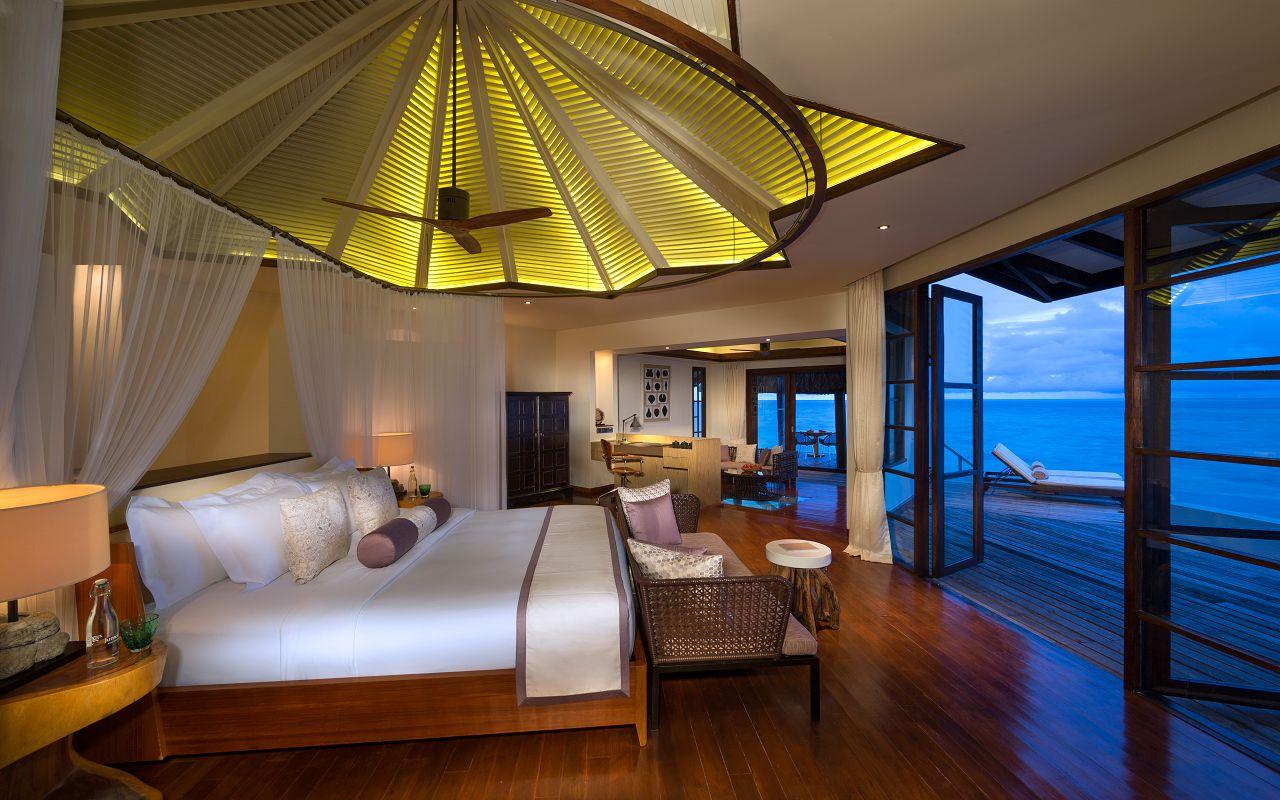 Jumeirah-Vittaveli_Water-Villa-Bedroom