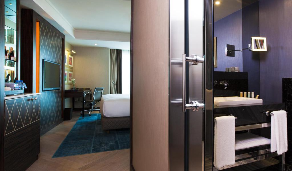 Junior Family Suite with Sea View - Business Lounge Access 1-min