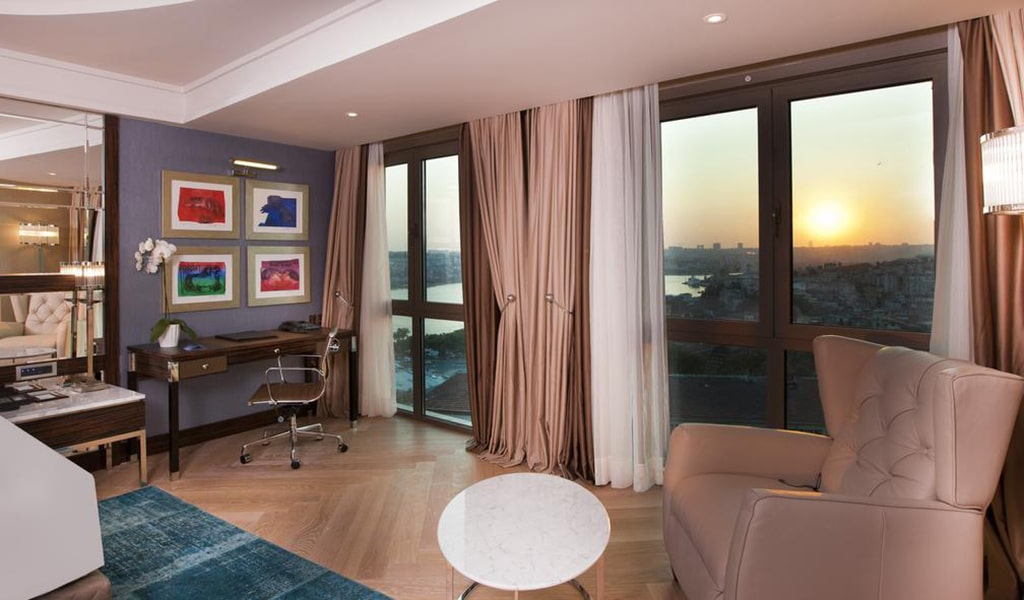 Junior Family Suite with Sea View - Business Lounge Access 4-min