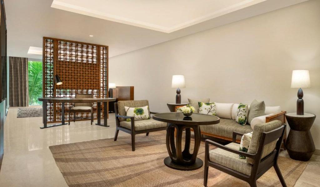 Junior Suite, 1 King, Garden view, Balcony 2-min
