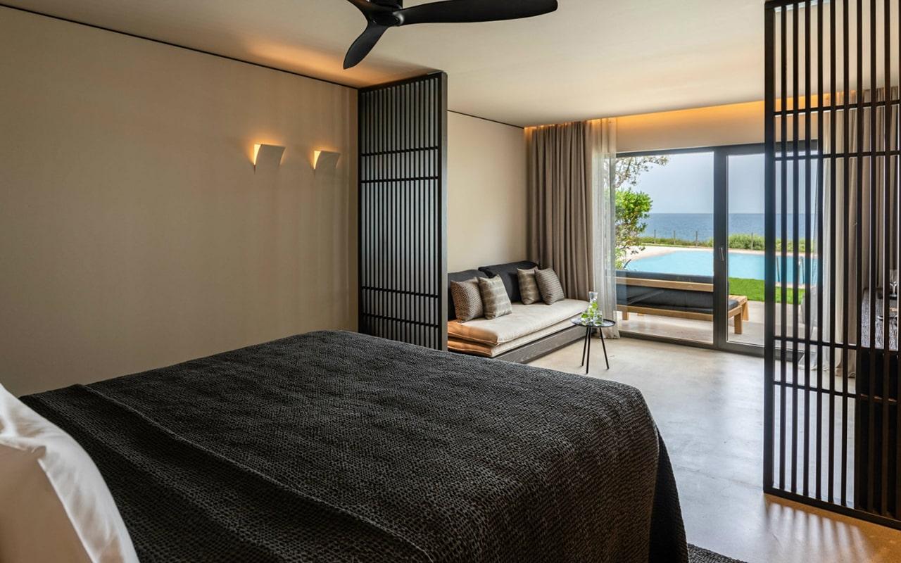 Junior-Suite-Sharing-Pool-Ocean-view-min
