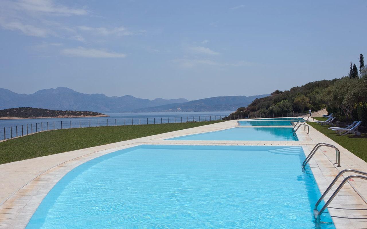 Junior-Suite-Sharing-Pool-Ocean-view3-min
