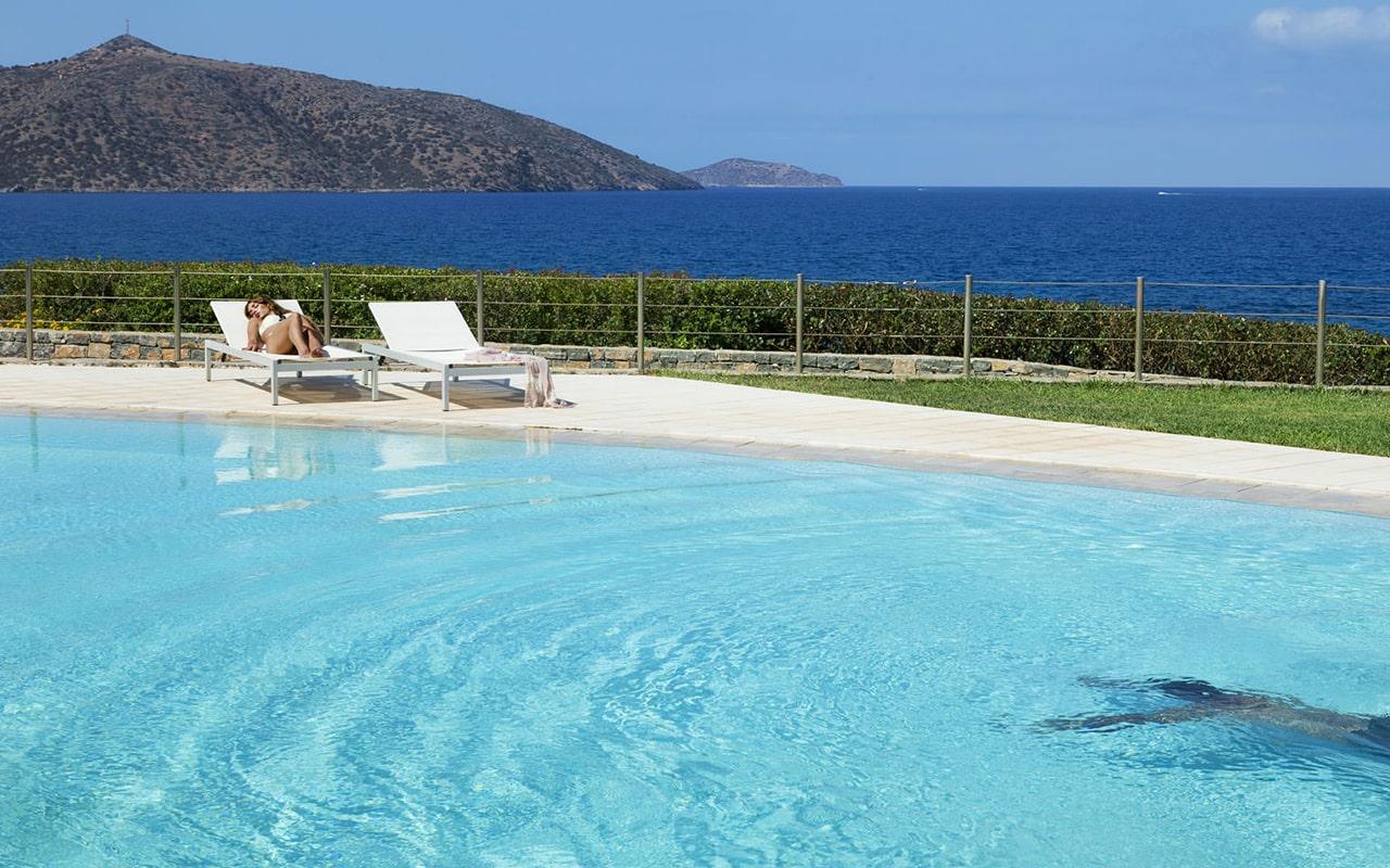 Junior-Suite-Sharing-Pool-Ocean-view5-min