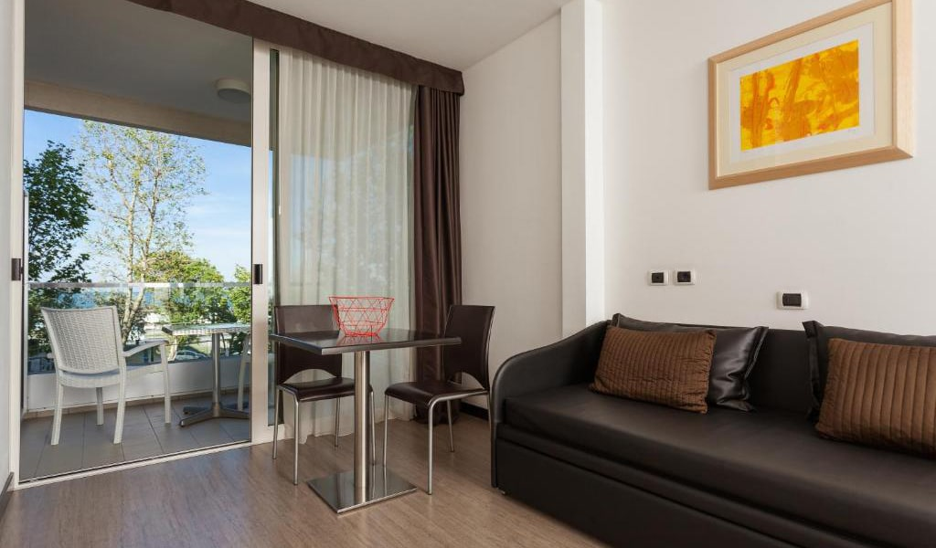 Junior-Suite-with-Balcony-min
