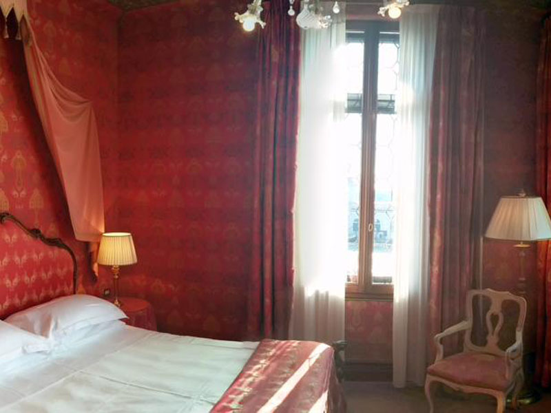 Junior-Suite-with-Grand-Canal-View-6