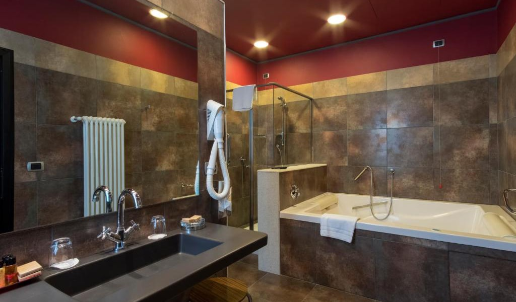 Junior-Suite-with-Spa-Access-3-min