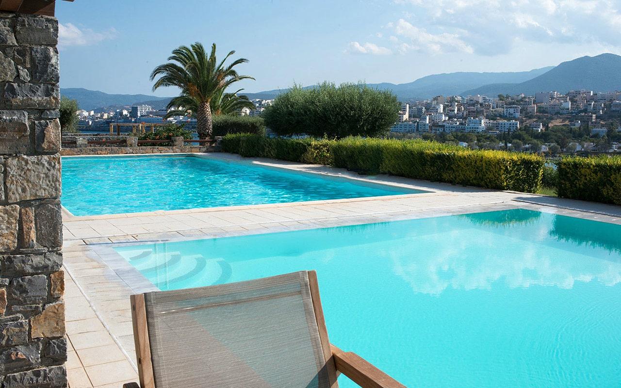 Junior-suite-sharing-pool-sea-view4-min
