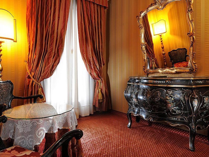 Junior suite with view of Saint Mark's Square3