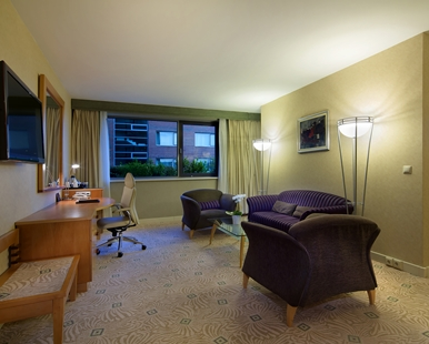 KING EXECUTIVE SUITE3