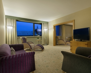 KING EXECUTIVE SUITE4