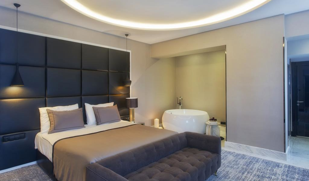 King Suite with Panoramic View 1-min