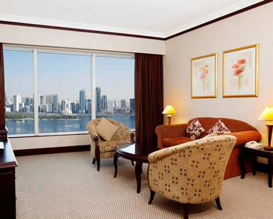 King Lagoon Suite Lounge