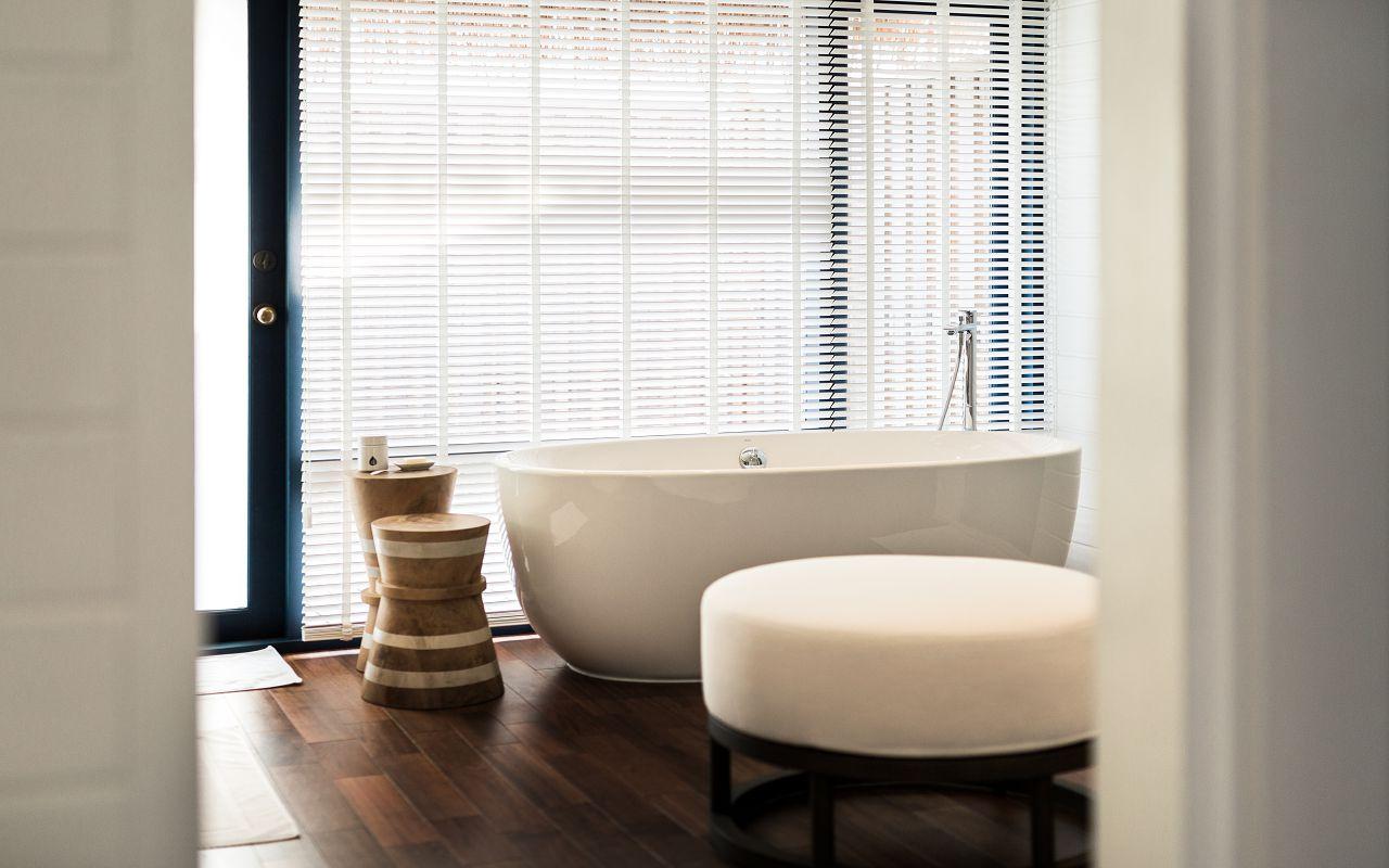 LS 20 COMO Water Villa_Bathroom_2