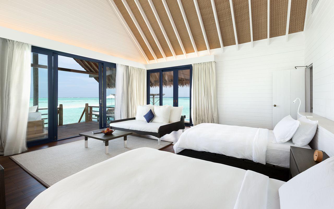 LS 20 COMO Water Villa_Bedroom_Twin beds