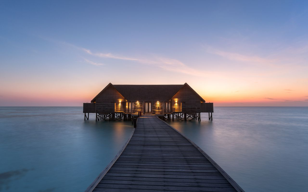 LS 20 COMO Water Villa_Exterior_Sunset view
