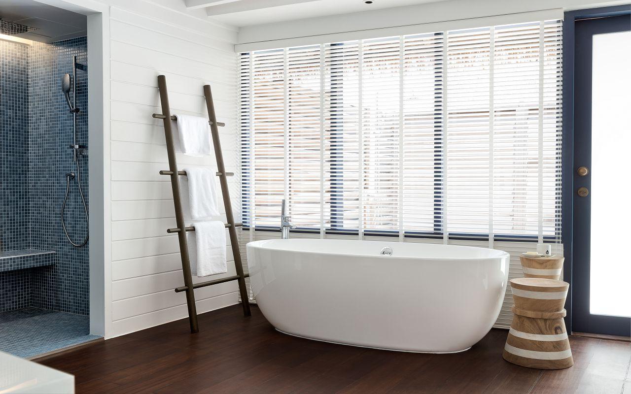 LS 20 Loft Water Villa_Bathtub