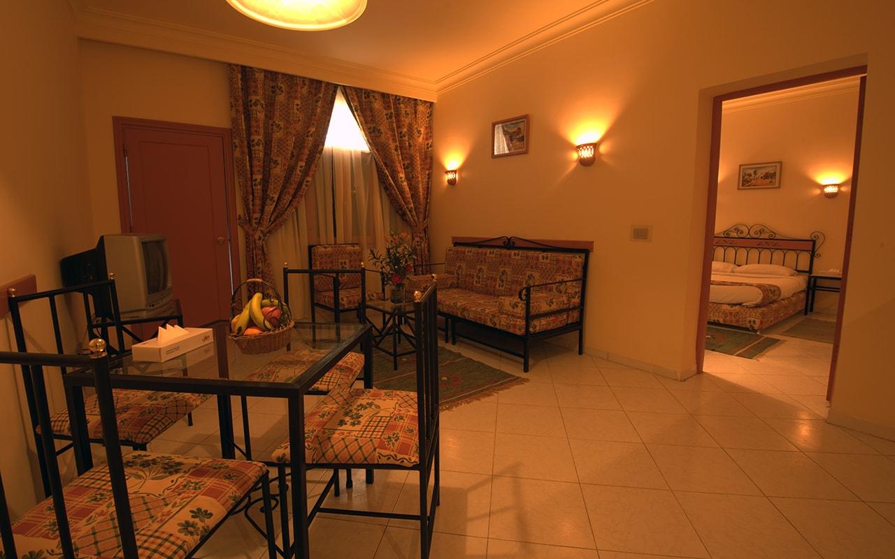 Le Pacha Resort_familyroom_02-min