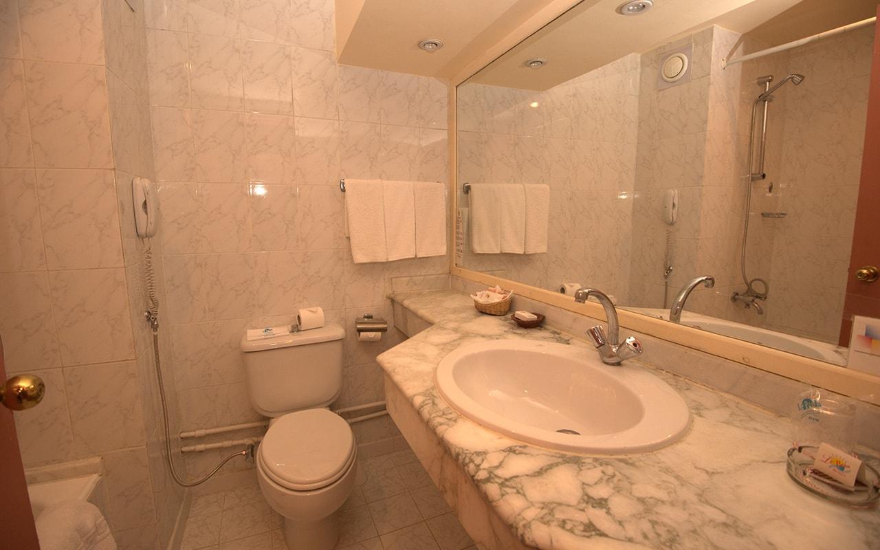 Le Pacha Resort_standardroom-min