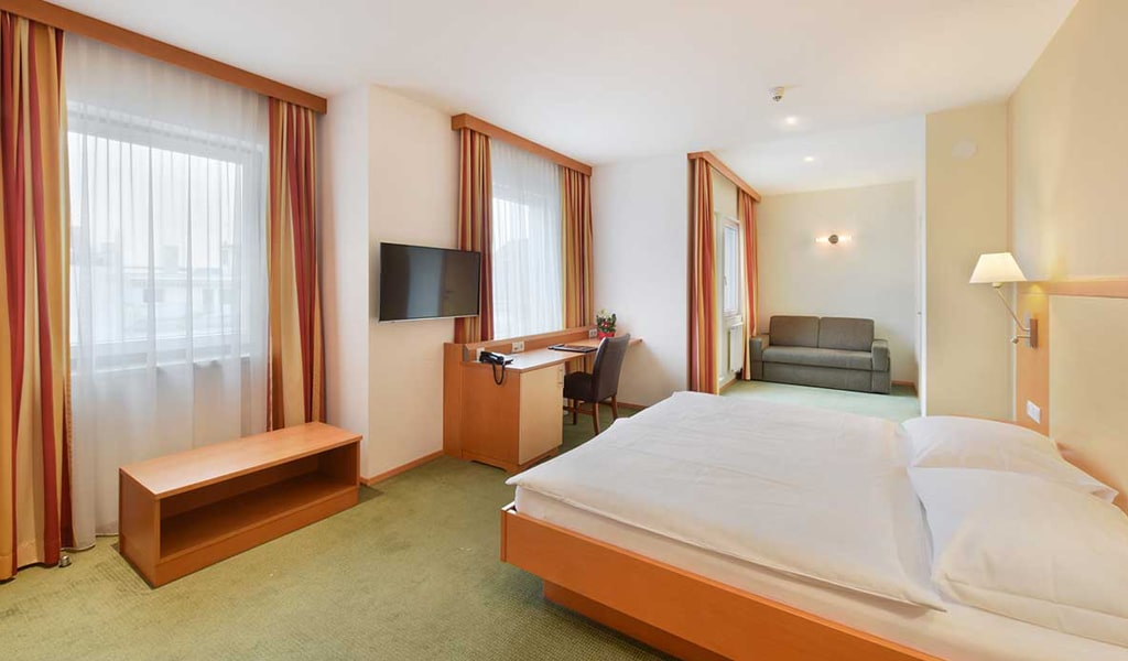 Lucia Hotel (2)