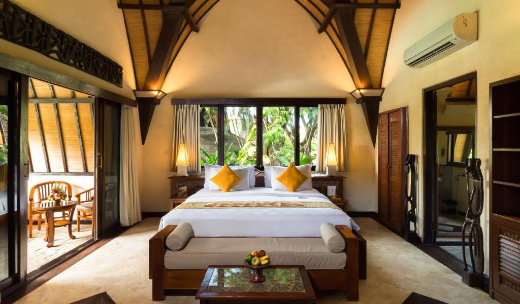 Lumbung-Deluxe-Double-Room-With-Extra-Bed-10-min
