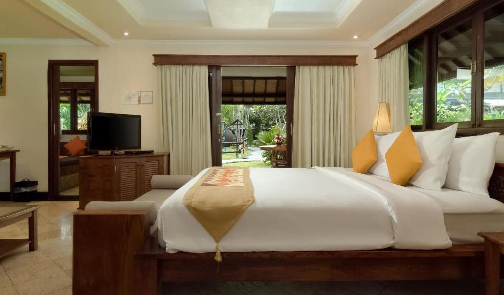 Lumbung-Deluxe-Double-Room-With-Extra-Bed-12-min
