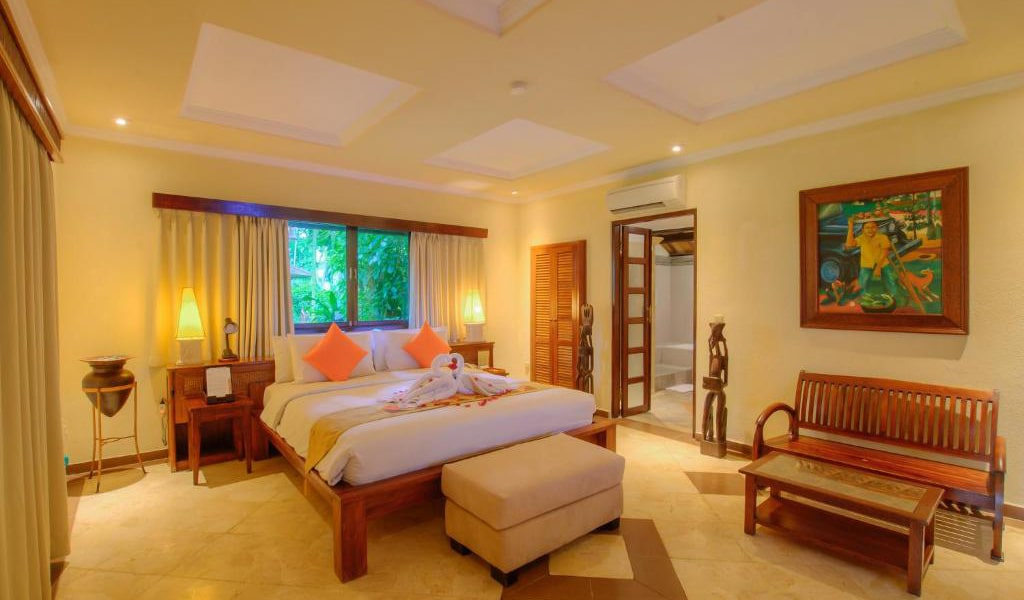 Lumbung-Deluxe-Double-Room-With-Extra-Bed-18-min