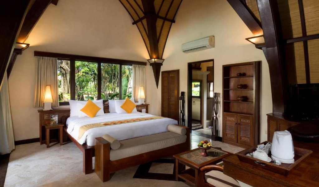 Lumbung-Deluxe-Double-Room-With-Extra-Bed-3-min